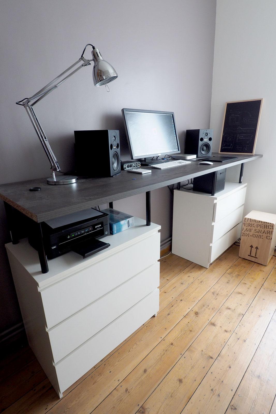 bureau debout avec des meubles ikea. Black Bedroom Furniture Sets. Home Design Ideas